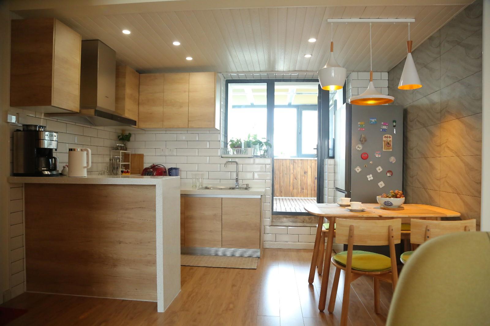 北欧厨房吧台实景图