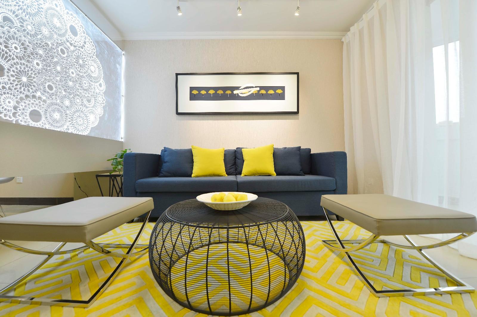 简约客厅沙发背景墙实景图