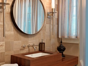 卫浴间的木质家具防潮技巧: