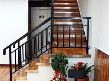 店铺楼梯实景图