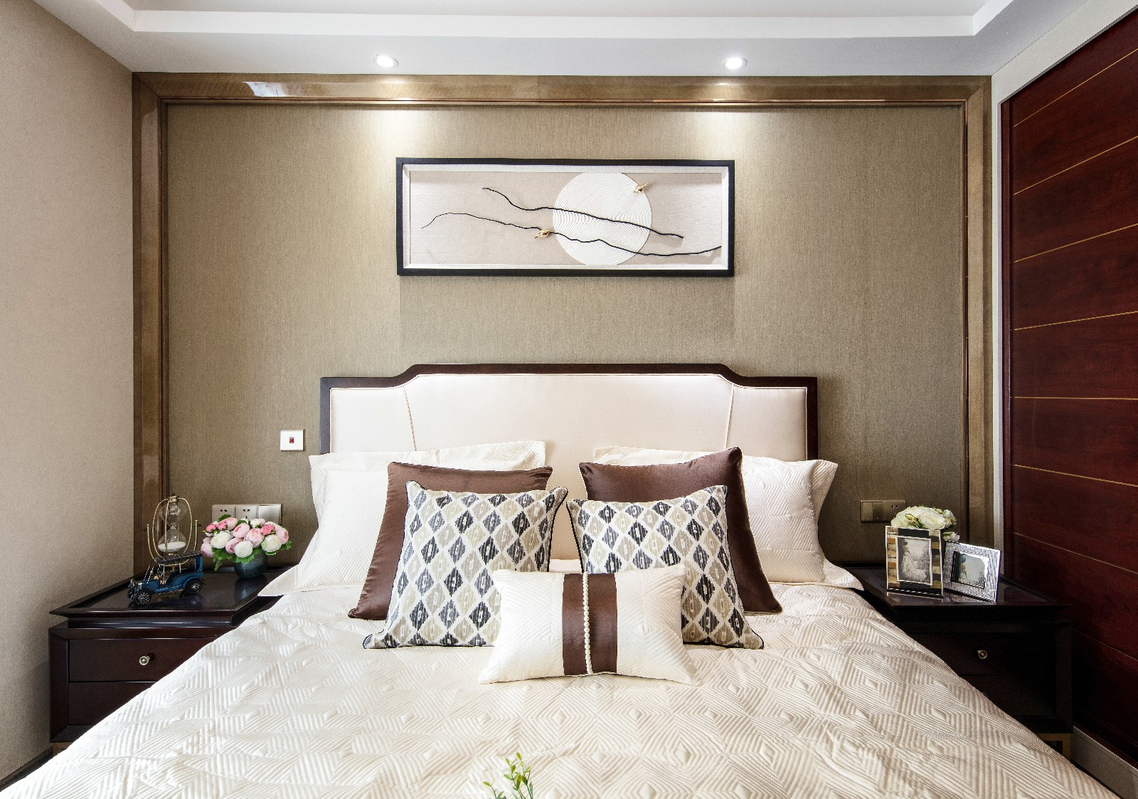 中式臥室背景墻實景圖