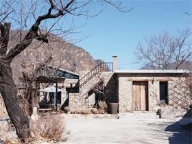 夫妻俩自己动手,在长城附近造了个5000㎡的家