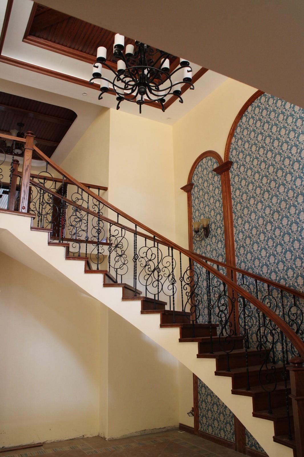美式客厅楼梯实景图